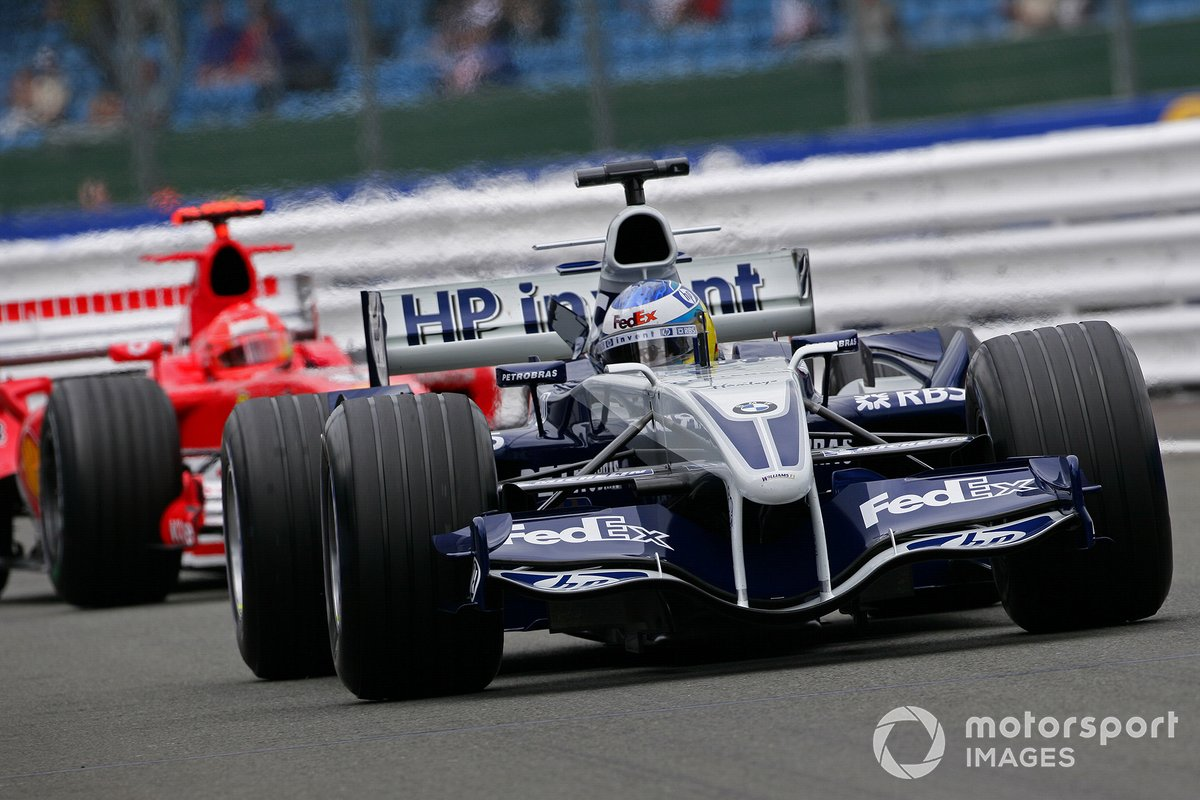 Nick Heidfeld, Williams F1 BMW FW27, devance Michael Schumacher, Ferrari F2005