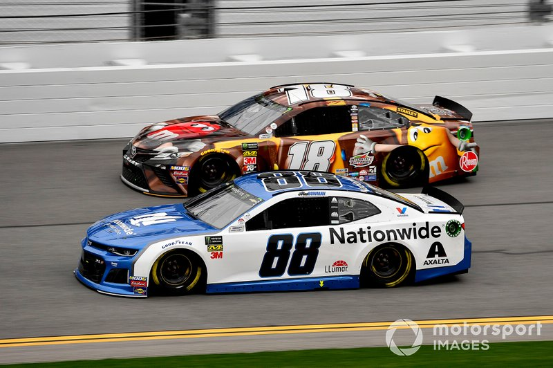 Alex Bowman, Hendrick Motorsports, Chevrolet Camaro Nationwide y Kyle Busch, Joe Gibbs Racing, Toyota Camry M&M's Chocolate Bar