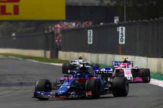 Брендон Хартли, Scuderia Toro Rosso STR13, Эстебан Окон, Racing Point Force India F1 VJM11, и Шарль Леклер, Alfa Romeo Sauber C37