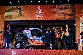 Podium: SxS Racing4Charity-Team Face ALS: Annett Fischer, Andrea Peterhansel