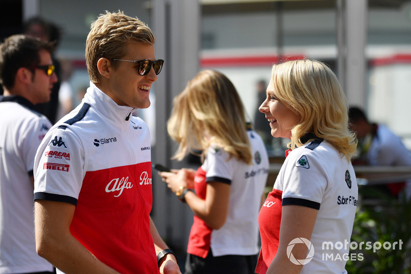 Marcus Ericsson, Sauber and Ruth Buscombe, Sauber Race Strategist walk the track