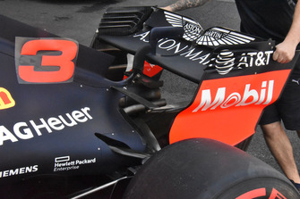Red Bull Racing RB14 achtervleugel detail