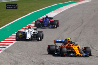 Stoffel Vandoorne, McLaren MCL33, leads Marcus Ericsson, Sauber C37, and Pierre Gasly, Scuderia Toro Rosso STR13