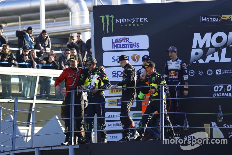 I vincitori Valentino Rossi, Carlo Cassina, al secondo posto Teemu Suninen, Marko Salminen, al terzo posto Roberto Brivio, Luca Brivio