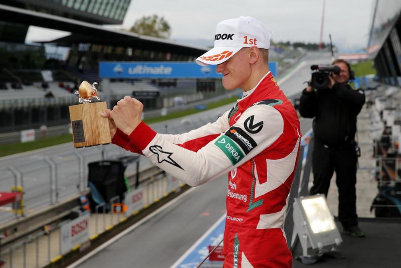 Podio: Ganador, Mick Schumacher, PREMA Theodore Racing Dallara F317 - Mercedes-Benz