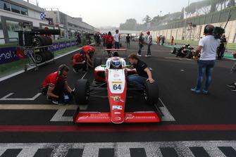 Olli Caldwell, Prema Theodore Racing, in griglia di partenza