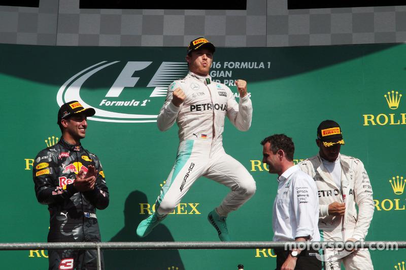 Il podio (da sx a dx): Daniel Ricciardo, Red Bull Racing, secondo; Nico Rosberg, Mercedes AMG F1, vincitore della gara; Lewis Hamilton, Mercedes AMG F1, terzo