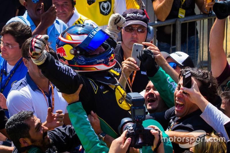 Felipe Fraga comemora Milhão