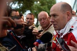 Jock Clear, Ferrari Engineering Direktor im Gespräch mit der Presse