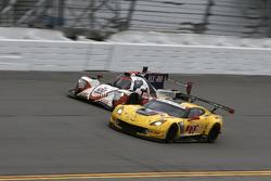 #3 Corvette Racing Chevrolet Corvette C7.R: Антоніо Гарсія, Ян Магнуссен, Майк Рокенфеллер, #54 CORE