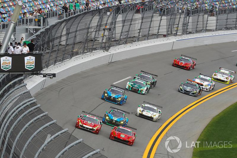 Старт, #82 Risi Competizione Ferrari 488 GT3, GTD: Рікардо Перес де Лара, Мартін Фуентес, Сантьяго Кріл, Мігель Моліна, Метт Гріффін, лідирують у класі  GTD