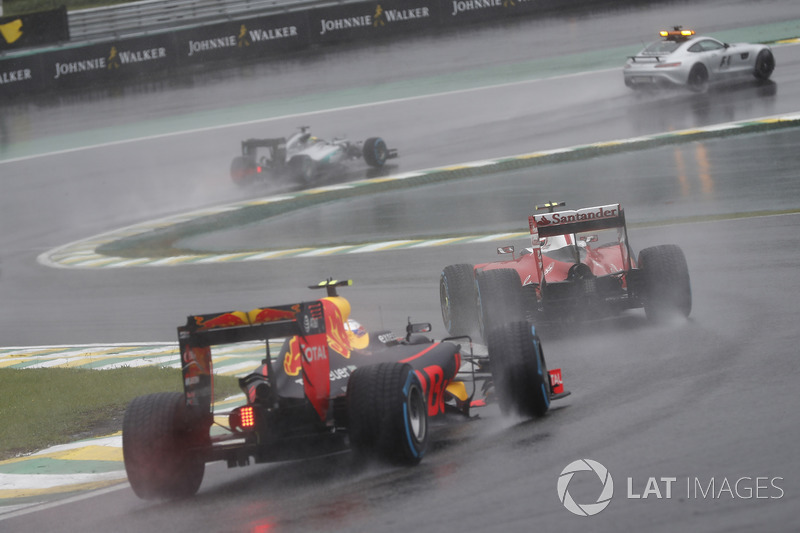 Kimi Raikkonen, Ferrari SF16-H y Max Verstappen, Red Bull Racing RB12