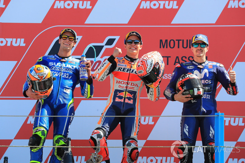 Podio: il secondo classificato Alex Rins, Team Suzuki MotoGP, il vincitore della gara Marc Marquez, Repsol Honda Team, il terzo classificato Maverick Viñales, Yamaha Factory Racing