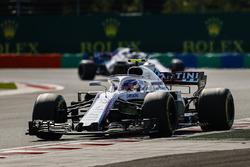Sergey Sirotkin, Williams FW41, devant Lance Stroll, Williams FW41