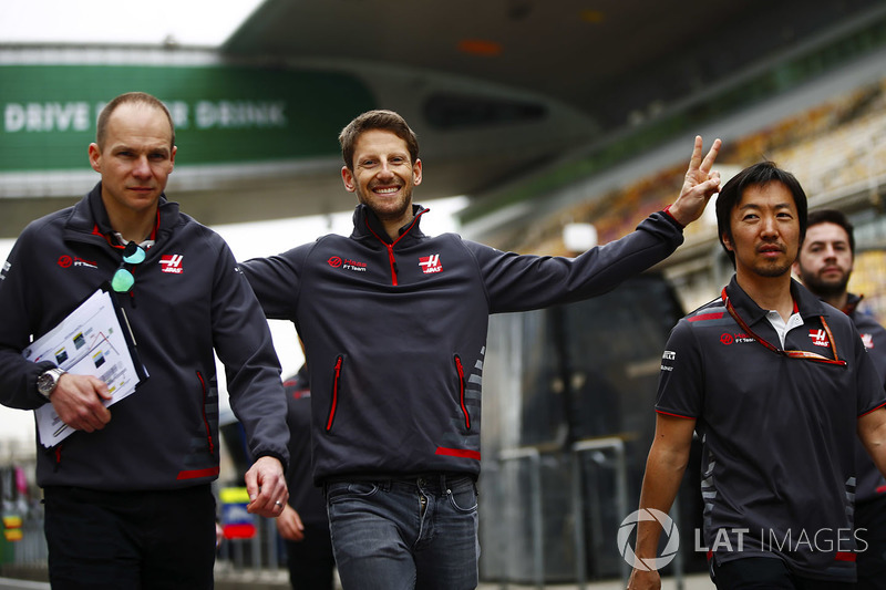 Romain Grosjean, Haas F1 Team, enjoys a track walk with colleagues