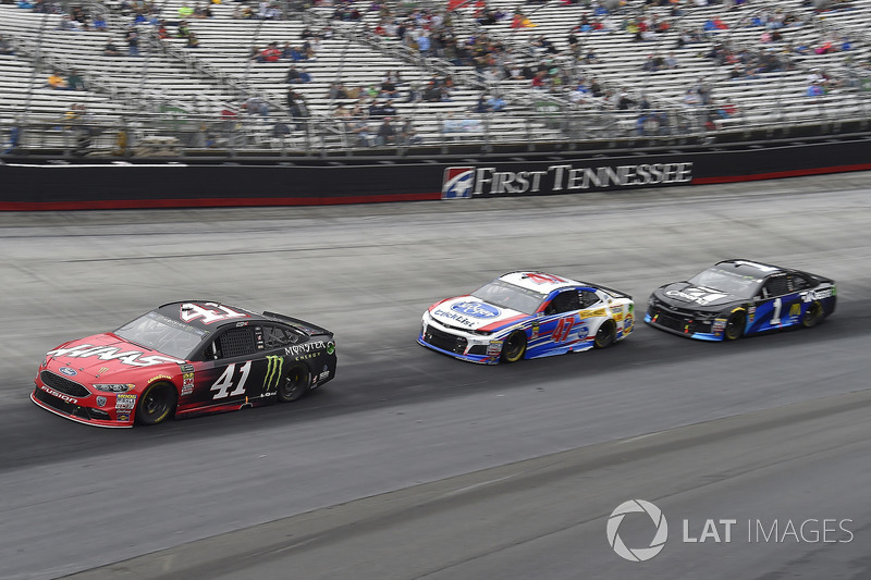 Kurt Busch, Stewart-Haas Racing, Ford Fusion Haas Automation/Monster Energy, A.J. Allmendinger, JTG Daugherty Racing, Chevrolet Camaro Kroger ClickList, Jamie McMurray, Chip Ganassi Racing, Chevrolet Camaro Cessna