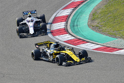 Nico Hulkenberg, Renault Sport F1 Team R.S. 18 and Sergey Sirotkin, Williams FW41
