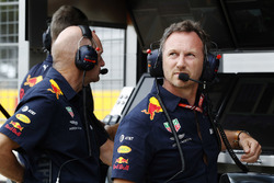 Adrian Newey, director técnico, Red Bull Racing, y Christian Horner, director del equipo, Red Bull Racing, en la pared del pit
