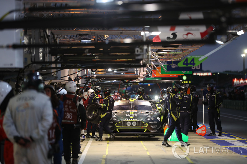 #98 Aston Martin Racing Aston Martin Vantage: Педро Лами, Матиас Лауда, Пол Далла-Лана