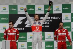 Podio: segundo lugar Fernando Alonso, Ferrari, Ganador de la carrera Jenson Button, McLaren, tercer lugar Felipe Massa, Ferrari