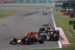 Даниил Квят, Red Bull Racing RB12, Дженсон Баттон, McLaren MP4-31, и Себастьян Феттель, Ferrari SF16-H
