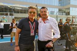 Гоночный директор McLaren Эрик Булье и шеф-повар Гордон Рамзи