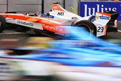 Robin Frijns, Amlin Andretti Formula E Team, passes the broken car of Nick Heidfeld, Mahindra Racing