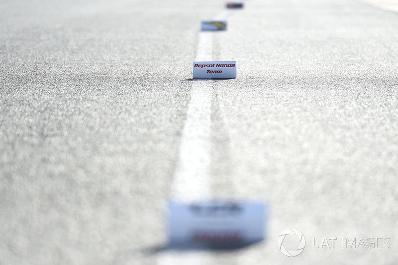 Marcas en pit lane para cambio de moto
