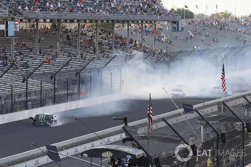 Kurt Busch, Stewart-Haas Racing Ford choque
