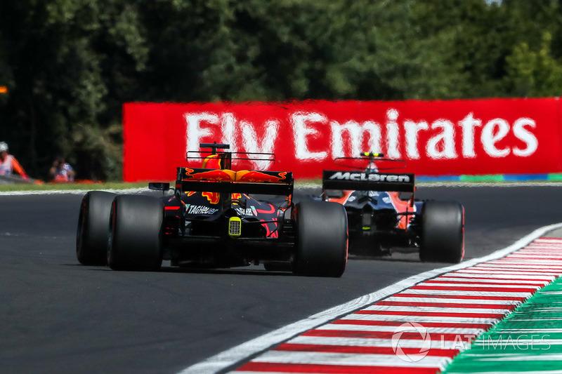 Стоффель Вандорн, McLaren MCL32 та Даніель Ріккардо, Red Bull Racing RB13