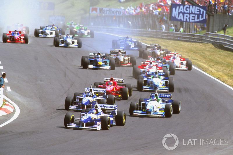 Jacques Villeneuve, Williams FW18 Renault lidera a Damon Hill, Williams FW18 Renault con Jean Alesi, Benetton B196 Renault