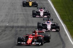 Кими Райкконен, Ferrari SF70H, Серхио Перес и Эстебан Окон, Sahara Force India F1 VJM10
