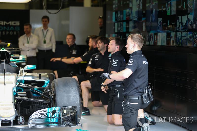 Механіки Mercedes AMG F1
