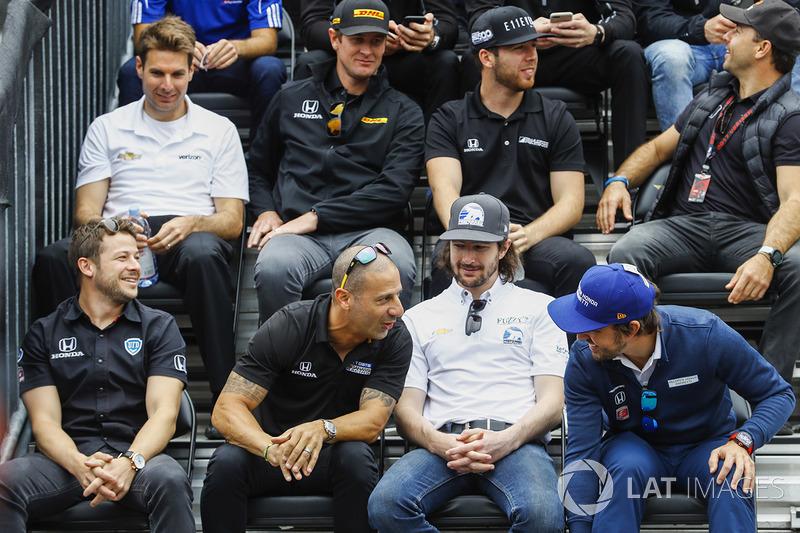 Fernando Alonso, Andretti Autosport Honda, Tony Kanaan, Chip Ganassi Racing Honda
