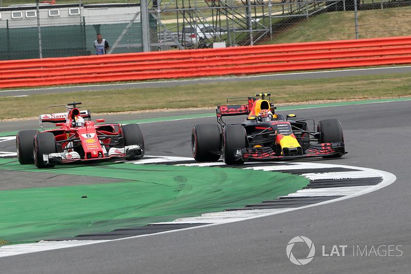 Sebastian Vettel, Ferrari SF70H en batalla con Max Verstappen, Red Bull Racing
