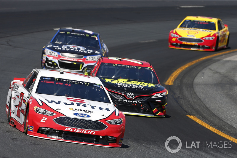 Brad Keselowski, Team Penske Ford Erik Jones, Furniture Row Racing Toyota