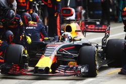 Daniel Ricciardo, Red Bull Racing RB13, pitstop