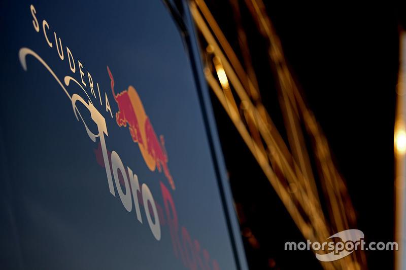 Лого Scuderia Toro Rosso