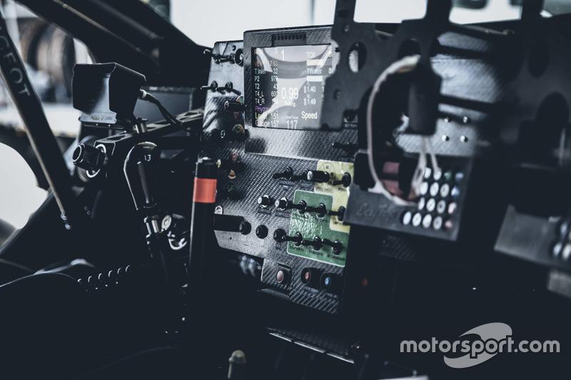 Кокпіт Peugeot 3008DKR Maxi