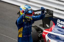 Race winner Oliver Rowland, DAMS