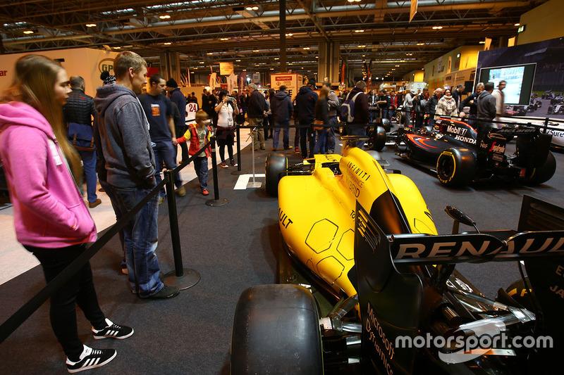 Un Renault en la exhibición F1 Racing