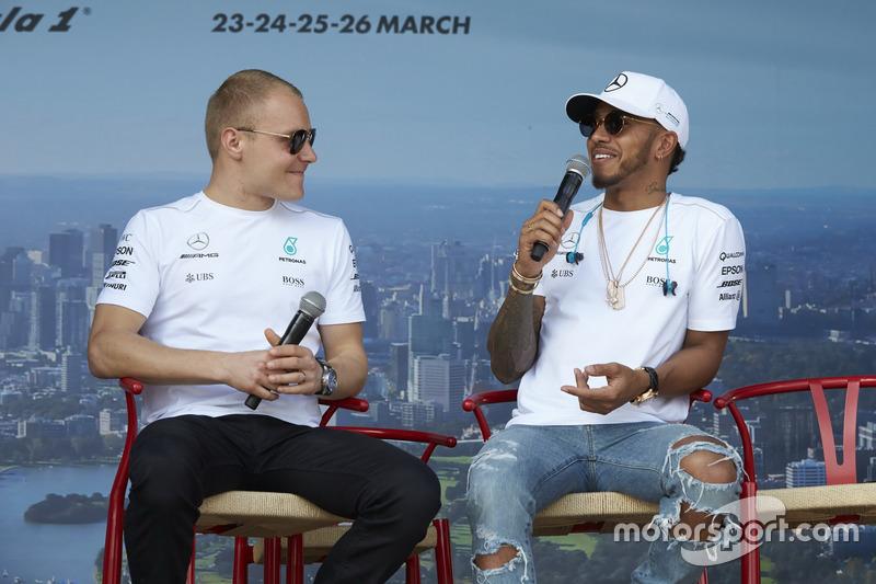 Valtteri Bottas, Mercedes AMG F1; Lewis Hamilton, Mercedes AMG F1