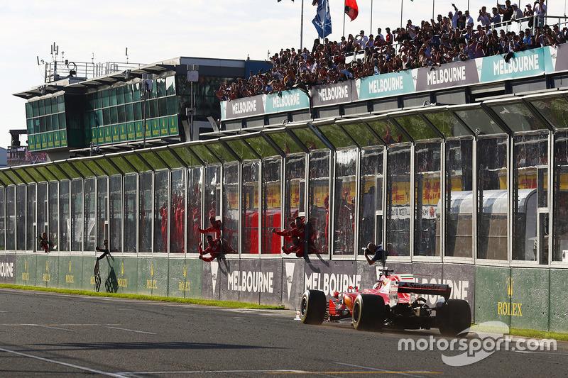 Vettel, que pintou como favorito, confirmou a posição na abertura do campeonato, com a vitória no GP da Austrália.