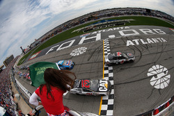 Start: Kevin Harvick, Stewart-Haas Racing, Ford; Ryan Newman, Richard Childress Racing, Chevrolet
