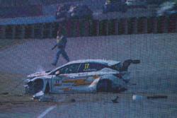 Crash: Jasmin Preisig, Lubner Motorsport, Opel Astra TCR (TV-Bild)