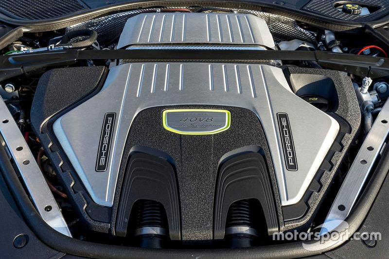2018 Porsche Panamera Turbo S E-Hybrid engine