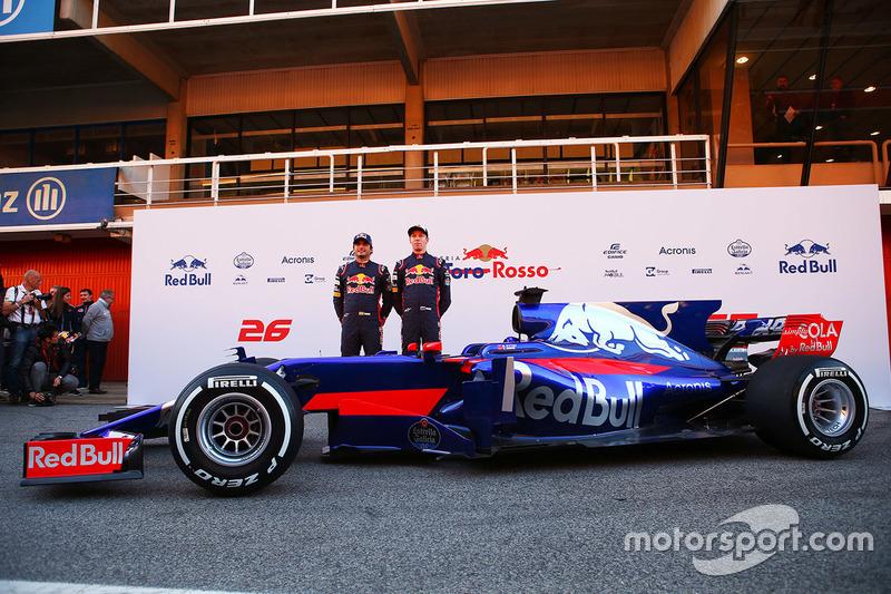Carlos Sainz Jr., Scuderia Toro Rosso; Daniil Kvyat, Scuderia Toro Rosso