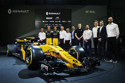 Bob Bell, Renault Sport F1 Team director técnico; Nico Hulkenberg, Renault Sport F1 Team; Jolyon Palmer, Renault Sport F1 Team; Jérôme Stoll, Renault Sport F1 Presidente; Alain Prost, Renault Sport F1 Team Asesor; Thierry Koskas, Renault Executive Vice Pre