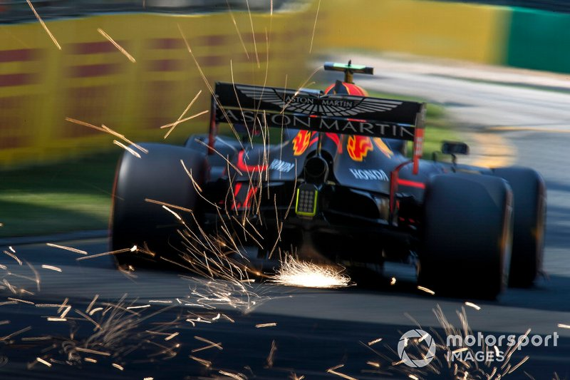 Pierre Gasly, Red Bull Racing RB15, kicks up some sparks