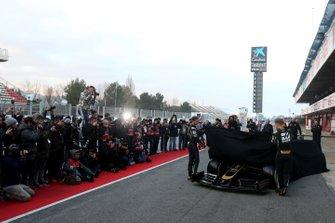 Romain Grosjean, Haas F1 Team and Kevin Magnussen, Haas F1 Team unveil the new Haas VF-19